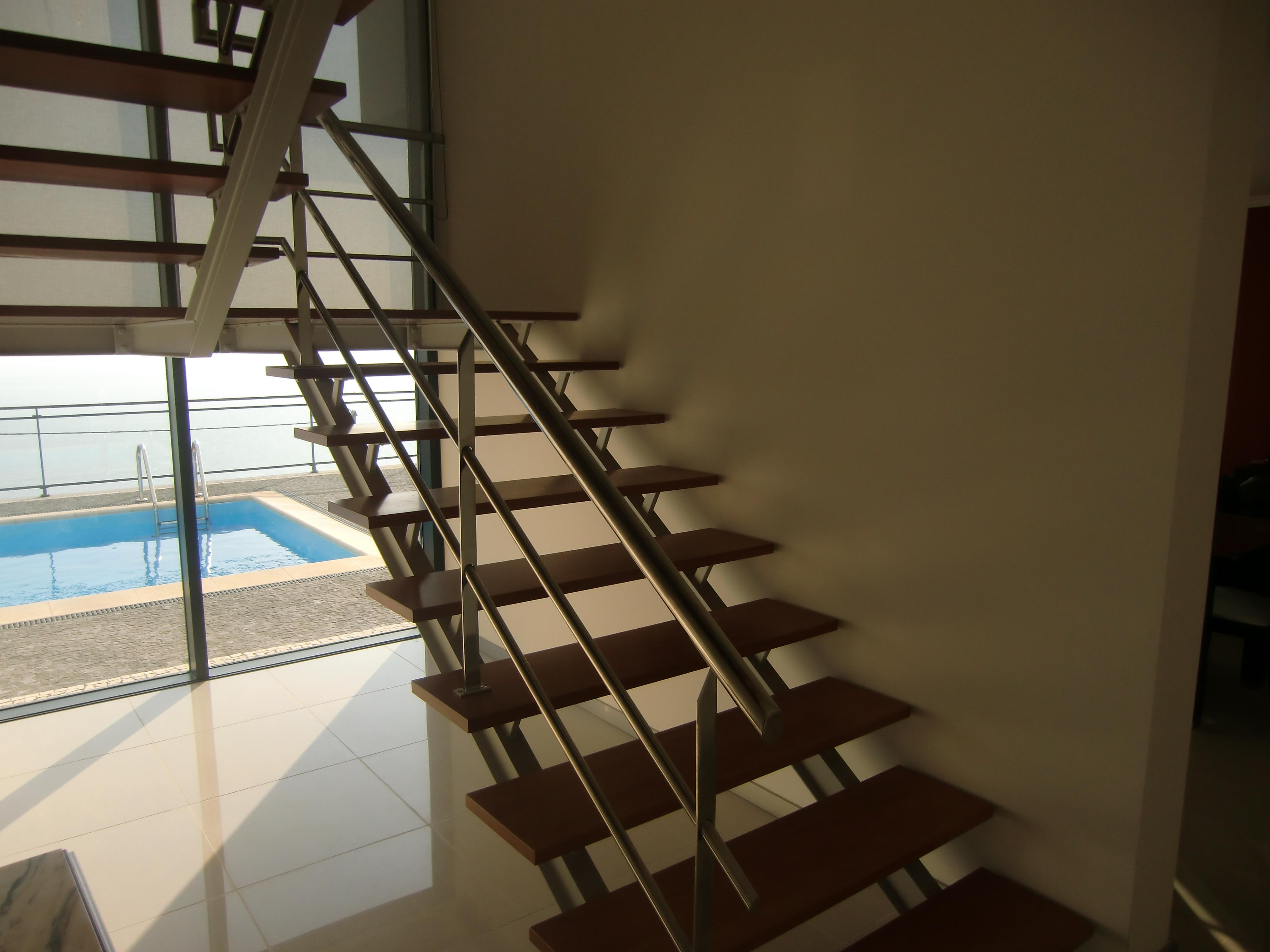 Escada e varanda em inox