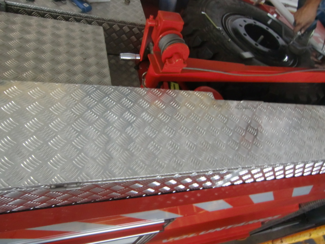 Caixa em aluminio anti-derrapante