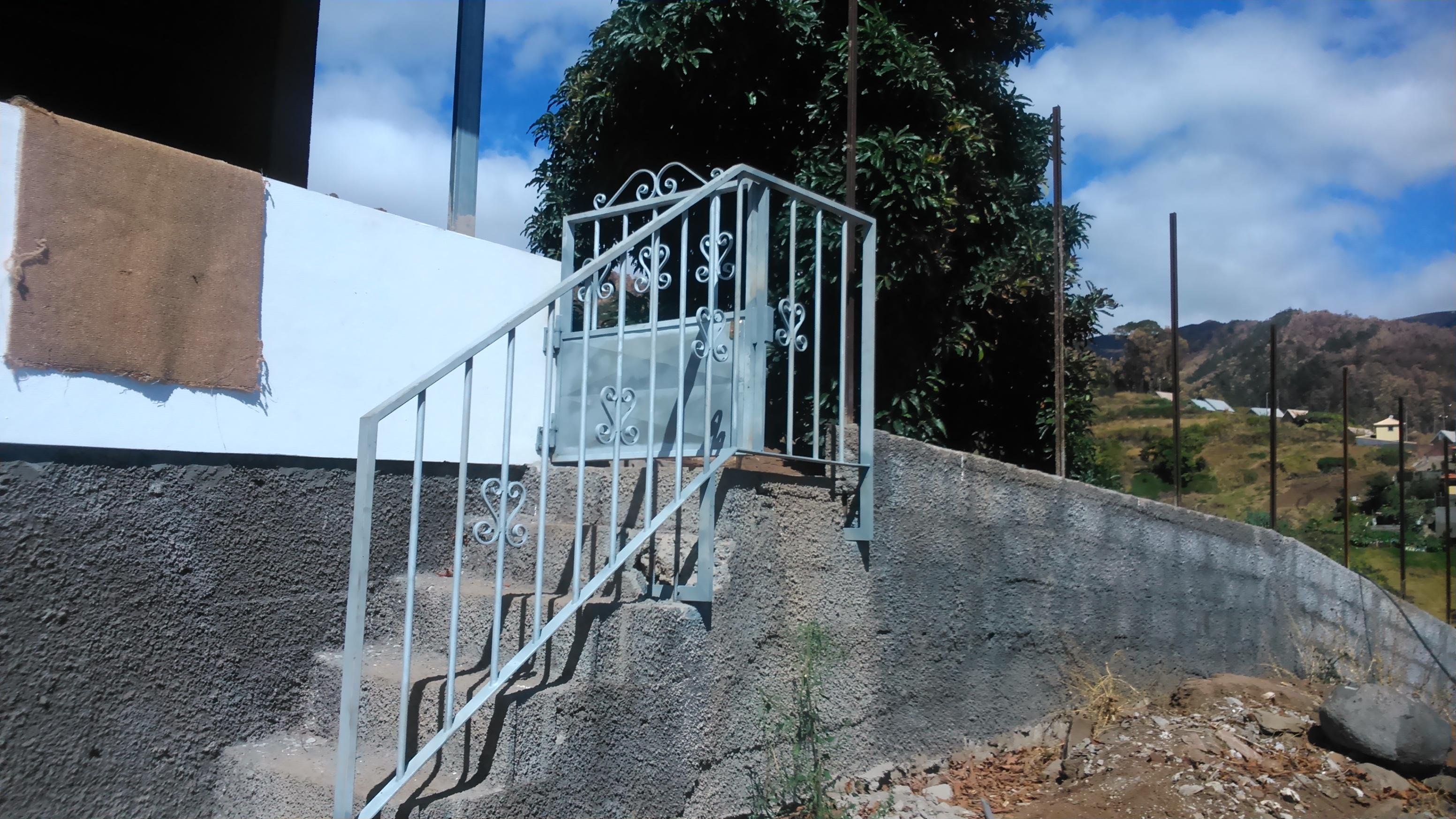 Varanda e porta de entrada